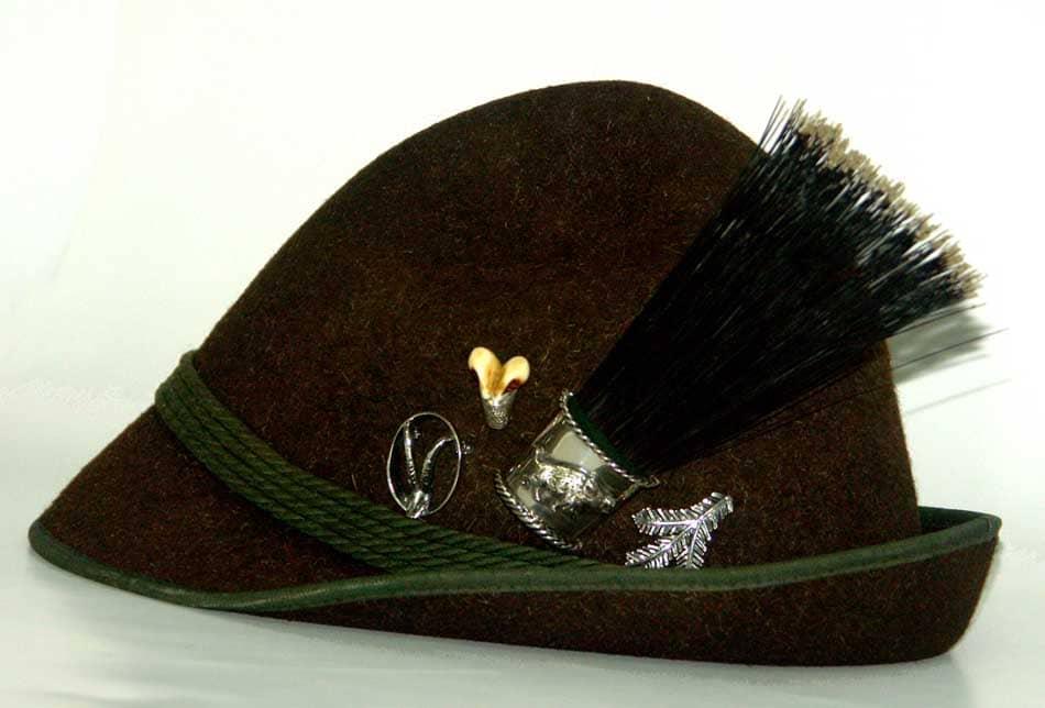 Hut Und Anstecknadeln Aus Der Tegernseer Goldschmiede